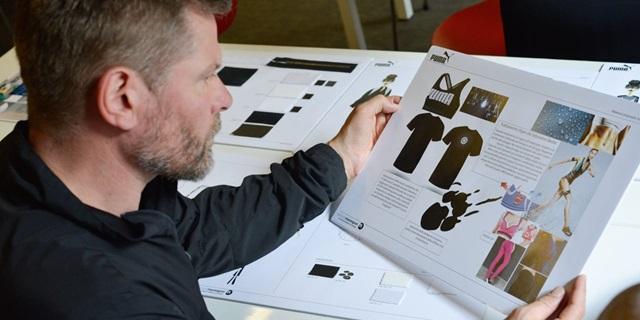 Creative Director Torsten am Lesen