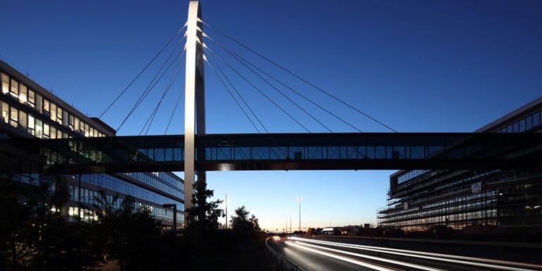 Brücke bei PUMA's Unternehmenssitz