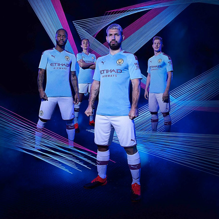 Manchester City Spieler im PUMA Trikot